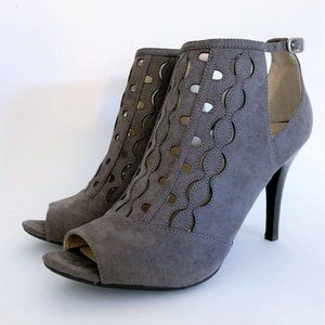 Adrienne Vittadini Grins Ankle Boots, Gray, 9